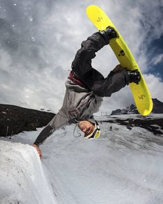 Les snowboards @libtechnologies sont disponibles sur www.hawaiisurf.com #hawaiisurf #snowboarding #snowboard #board #libtech #libtechsnowboards #snow #skatebanana #limitededition #limited #tbt #awesome #handplant