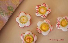 白の椿 作りました 花にあれこれと描いて遊んでみました(^^) 小さい椿が咲いてるようで、JINさん、うれしくなるなるこれで、赤と白の椿ができました。 赤の椿…