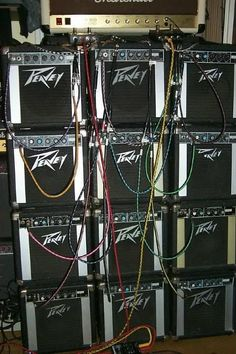 Tube Vintage, Valve Amplifier, Guitar Rig, Bass Amps, Band Photos, Music Images, Cool Gear, Pedalboard, Playing Guitar