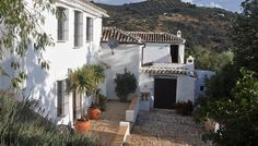 Imagen de http://www.sawdays.co.uk/var/self_catering_site/storage/images/self-catering/spain/andalusia/cordoba/cortijo-las-rosas/cortijo-las-rosas-gallery/1/446968-1-eng-GB/1_gallery_preview.jpg.