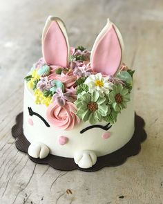 Easter cakes that spell out deliciousness & cuteness in the most egg-tastic way - Hike n Dip Let your Easter desserts take your guests by surprise. Bake these easy Easter Cakes and make your Easter party awesome. Easter cake ideas for 2019 are here. Easter Cake Easy, Easter Bunny Cake, Easter Cupcakes, Easter Party, Bunny Birthday Cake, Easter Cake Fondant, Girl Birthday Cakes, Pretty Birthday Cakes, Bunny Party
