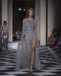 Zuhair Murad Look 30 Zuhair Murad Look couture Amazing Embellished Asymmetric Grey One Shoulder Slit Sheath Evening Maxi Dress / Evening Gown with with Cape. Couture Fall Winter Collection Runway by Zuhair. Haute Couture Dresses, Couture Fashion, Runway Fashion, Zuhair Murad, Elegant Dresses, Nice Dresses, Dresses Dresses, Beautiful Gowns, Elie Saab