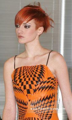 SALON INTERNATIONAL 2008 Kurz Rot weiblich Gerade Farbige Multi-tonalen Frauen Haarschnitt Frisuren hairstyles