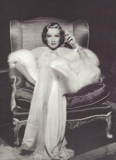 Marlène Dietrich, 1935 Hollywood glamour