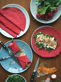 Rødbedepandekager med varmrøget laks Beetroot pancakes with hot smoked salmon - EMMA MARTINY Easy Healthy Recipes, Veggie Recipes, Baby Food Recipes, Cooking Recipes, Healthy Food, Tapas, Mezze, Good Food, Yummy Food