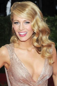 It was all-out glamour for Blake Lively, who paired elegant set waves with a pretty beauty look centred around pink lipstick and curled lashes.