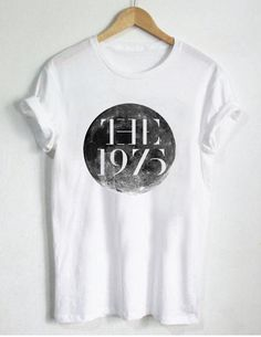 The 1975 Cyrcle Moon T Shirt Size unisex for men and women Your new tee will be a great gift, I use only quality shirts The 1975 Merch, The 1975 T Shirt, Band Merch, Band Tees, Minimal Fashion, Minimal Style, Sweatshirt Outfit, Cool Shirts, Dress To Impress