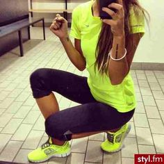 Love Neon!! I don't know why but wearing happy bright colors makes me want to work out even more