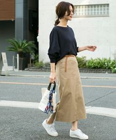 Womens outfits with sneakers summer dresses 16 Ideas Japanese Minimalist Fashion, Japanese Street Fashion, Minimal Fashion, Korean Fashion, Japan Fashion, Look Fashion, Skirt Fashion, Fashion Outfits, Casual Work Outfits