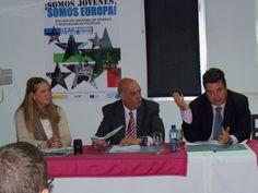Camila Vázquez Conde con dos de los ponentes.