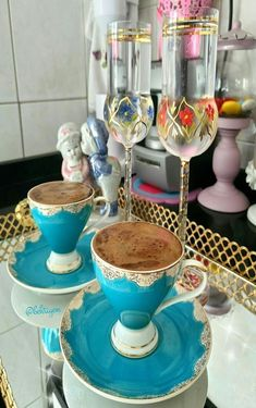 Coffee Cafe, V60 Coffee, Coffee Cups And Saucers, Tea Cups, Turkish Coffee Cups, Juice Drinks, Tea Art, Vintage Tea, Perfect Cup