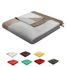 Couchdecke mit Stilelement der Saison: einem farblich abgestimmter Seitenstreifen. Decke mit Fransen in 150 x 200cm.