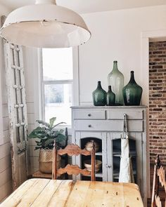countryhomemagazine The more chipped the paint the better, who's with us? We love how much simplistic character @whitetailfarmhouse's dining space carries! #mycountryhome #vintagefinds #onetofollow