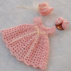 crochet baby outfit....I wish Mary had something like this!  Maybe someday if I stick with it.