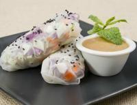 meatless monday: summer rolls with peanut sauce