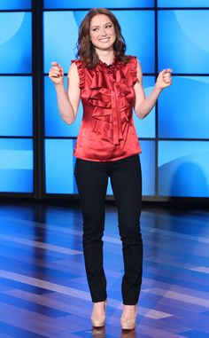 Ellen DeGeneres Out Sick, Ellie Kemper Fills In as First-Ever Ellen Guest Host: Watch Now : eonline   Jan. 23, 2014