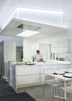 Liesituuletin ja valaisu Kitchen Island, Home Decor, Cooking, Island Kitchen, Decoration Home, Room Decor, Home Interior Design, Home Decoration, Interior Design