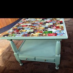 Saw this table at Starbucks. Old painted coffee or side table with a layer of gift cards under glass as the top. Could use anything under the glass though. I so want to make this.