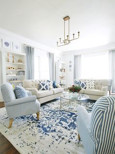 Dec 2019 - Looking for some simple ways to update your home in Here are 25 simple updates that won't break the bank---most of which can be done in a weekend. Coastal Living Rooms, Living Room Sets, Rugs In Living Room, Living Room Designs, Room Rugs, Blue Living Rooms, Decorating Ideas For The Home Living Room, Florida Home Decorating, Decorating Stairs