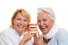Parodontitis – Zahnfleischentzündung! Herzinfarkt, Rheuma, Frühgeburt: Tödliches Risiko aus dem Mund. Lesen Sie diesen wichtigen Artikel zur Zahngesundheit beim Seniorenblog:http://der-seniorenblog.de/senioren-news-2senioren-nachrichten/. Bild: fotolia
