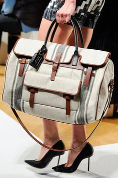 Barbara Bui at Paris Fashion Week Spring 2013 - Details Runway Photos Best Handbags, Luxury Handbags, My Bags, Purses And Bags, Travel Chic, Beautiful Handbags, Beautiful Bags, Best Bags, Spring