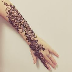 Bridal Mehndi Designs structure must be strong and decorated with a lot of your full efforts.Mehndi makes Bridal hands more attractive with proudly feelings Latest Bridal Mehndi Designs, Stylish Mehndi Designs, Wedding Mehndi Designs, Beautiful Mehndi Design, Arabic Mehndi Designs, Mehndi Designs For Hands, Mehndi Patterns, Henna Tattoo Designs, Henna Tatoos