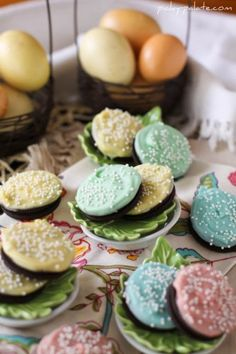 White Fudge Dipped Easter Oreos! By Picky Palate--so easy that the kids can do it....will make a great addition to the table festivities!