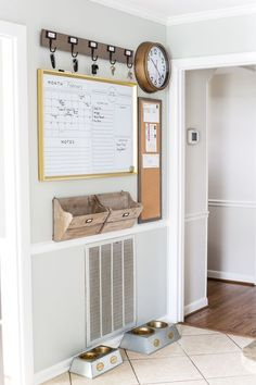 A junk-filled kitchen wall gets a drastic makeover with a simple command center using smart ways to keep mail, schedules, keys, and documents organized. Decor, Wall Organization, Diy Wall Decor, Home Command Center, Kitchen Wall, Interior, Kitchen Organization Wall, Kitchen Wall Decor, Home Decor