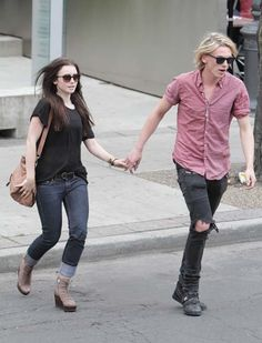 lily collins and jamie campbell bower the mortal instruments on set photos | Lily Collins sale con Jamie Campbell Bower