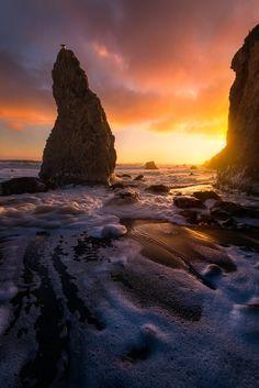 A Departing Storm Brings Great Light To El Matador Beach - Malibu, Ca [oc][1335x2000]