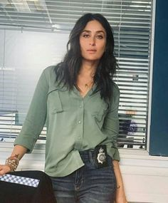 Bollywood actress Kareena Kapoor will be seen playing the role of a police officer in her upcoming movie 'English Medium'. Actor Irfan Khan, who returned to India after winning the cancer after a long war, is ready for a bumpy return once again. Kareena Kapoor Khan, Hot Actresses, Indian Actresses, Karena Kapoor, Radhika Madan, Irrfan Khan, Hollywood Heroines, Bollywood Stars, Bollywood Actress