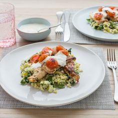 Tarragon Chicken with Lemon, Spinach and Leek Bulgur and Lemon Yoghurt Tarragon Chicken, Lemon Chicken, Easy Weeknight Dinners, Healthy Smoothies, Fruits And Veggies, Cherry Tomatoes, I Foods, Spinach, Chicken Recipes