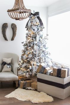 On Pinterest Home Tours Rooms For Rent And Cottage Christmas