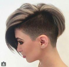 Die Suche nach einer neuen Frisur hört nie auf! Tagtäglich schauen tausende Frauen im Internet nach den aktuellsten Trendfrisuren. Wir helfen diese Frauen gerne und stellen täglich eine tolle Auswahl an Frisuren online. Für heute haben wir 12 bezaubernde Kurzhaarfrisuren für Dich ausgewählt.