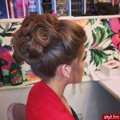 My absolute favorite type of updo.big, high, backcombed, intricate and dramatic. Done by England's Peaches Creme salon team. Fancy Hairstyles, Bride Hairstyles, Natural Hairstyles, Wedding Hair And Makeup, Hair Makeup, Bridal Hair Updo High, Bridesmaid Hair Updo Elegant, Big Hair Updo, High Updo Wedding