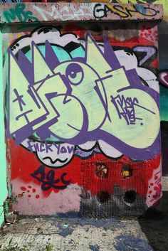 Aroe MSK This throwie's cool as fuck. Graffiti Piece, Graffiti Words, Graffiti Pictures, Graffiti Writing, Graffiti Tagging, Graffiti Lettering, Graffiti Wallpaper, Graffiti Murals, Street Art Graffiti