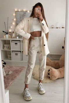 beige, outfits beige,outfits pantalon beige mujer, outfits color beige Style Outfits, Teen Outfits, Mode Outfits, Cute Casual Outfits, Spring Outfits, Casual Chic, Cold Spring Outfit, Cool Girl Outfits, Hijab Casual
