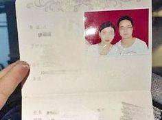 Cô gái cầu hôn đồng nghiệp chỉ sau 4 tiếng gặp gỡ   Đôi uyên ương Tang Xi và Zhang Yan ở thành phố Trùng Khánh đang khiến nhiều người ngỡ ngàng vì sau tiếng sét ái tình họ quyết định làm đám cưới luôn theoBBC.  Anh chàng Tang Xi và cô nàng Zhang Yan là đồng nghiệp tại một công ty vận tải được gần 3 năm. Tuy nhiên họ làm khác bộ phậnHọ chỉ biết mặt chứ hiếm khi nói chuyện.  Chiều tối thứ 2 vừa qua cả hai ngồi cạnh nhau trong bữa cơm tối ở công ty. Sau đó Tang Xi đưa Zhang Yan về nhà. Bất ngờ…