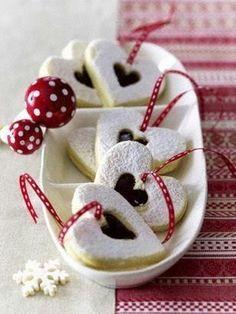 Glühweinherzen, toll! Hier gibt's noch viele weitere schnelle Plätzchenrezepte: http://www.gofeminin.de/kochen-backen/plaetzchenrezepte-weihnachten-d9181.html