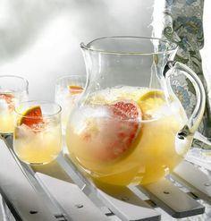 Sitrusbooli sopii erinomaisesti pihapelien janojuomaksi. Booli on alkoholiton, joten sitä voi juoda huoletta montakin lasillista.