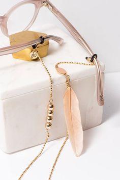 Bohemian Jewelry: Gold Glasses Chain Boho Glasses Chain with image 2 Lunette Style, Cute Glasses, Jewelry Drawing, Eyeglass Holder, Bohemian Jewelry, Ethnic Jewelry, Sunglass Frames, Sunglasses Women, Fashion Accessories