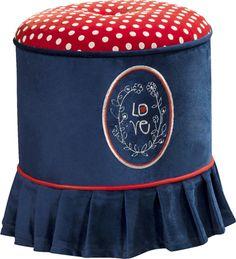 Cilek Blue Ottomane I Passend zur Strawberry Kollektion gibt es diese bezaubernden und praktischen Accessoires, wie den Ottomane, Stuhl oder Sessel.    Mit dieser wunderbaren Möbelkollektion von Cilek tauchen wir in die wundersame...
