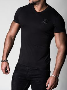 Viscose V-Neck Black - Lifestyle - Black Limited Edition