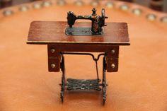 Sewing Machine ミニチュア ドールハウス黒ミシンレトロ家具アンティーク インテリア 雑貨 Antique ¥900yen 〆06月14日