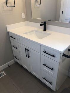 White quartz counter with matte black cabinet hardware White Bathroom Cabinets, Bathroom Renos, Bathroom Fixtures, Bad Inspiration, Bathroom Inspiration, Bathroom Inspo, Bathroom Ideas, Vintage Modern, Modern Bathroom