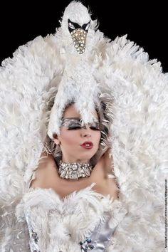 FOTOGRAFIE - World Festival Miss Burlesque Russia 2014, Miss Satine la prima italiana a salire sul podio