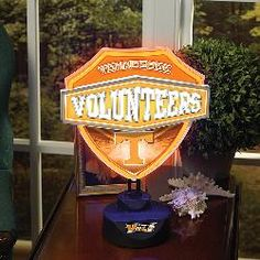 Memory Company Tennessee Volunteers Neon Shield Table Lamp