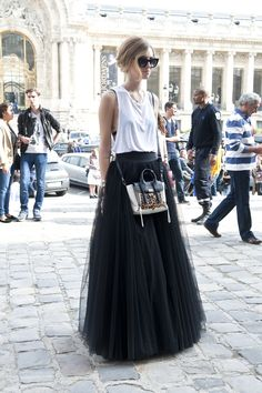 Today my post is called 25 Street Style Paris Fashion Week Spring 2014 and gives you street style outfit ideas directly taken from the fashion week in Paris Look Fashion, Paris Fashion, Street Fashion, Skirt Fashion, Fashion Photo, Fashion 2016, Fashion Images, Fashion Week, Looks Street Style