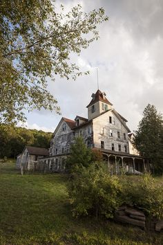 Forgotten Farm House...great to restore into a bed&breakfast or something like that