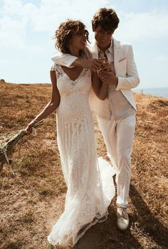 Taft&Tule Wedding Dress Trouwjurk Bruidsjurk Lillian West Ivory Vintage Romantisch V-Hals Open Rug Bohemian Boho Stoer Prinses Lace